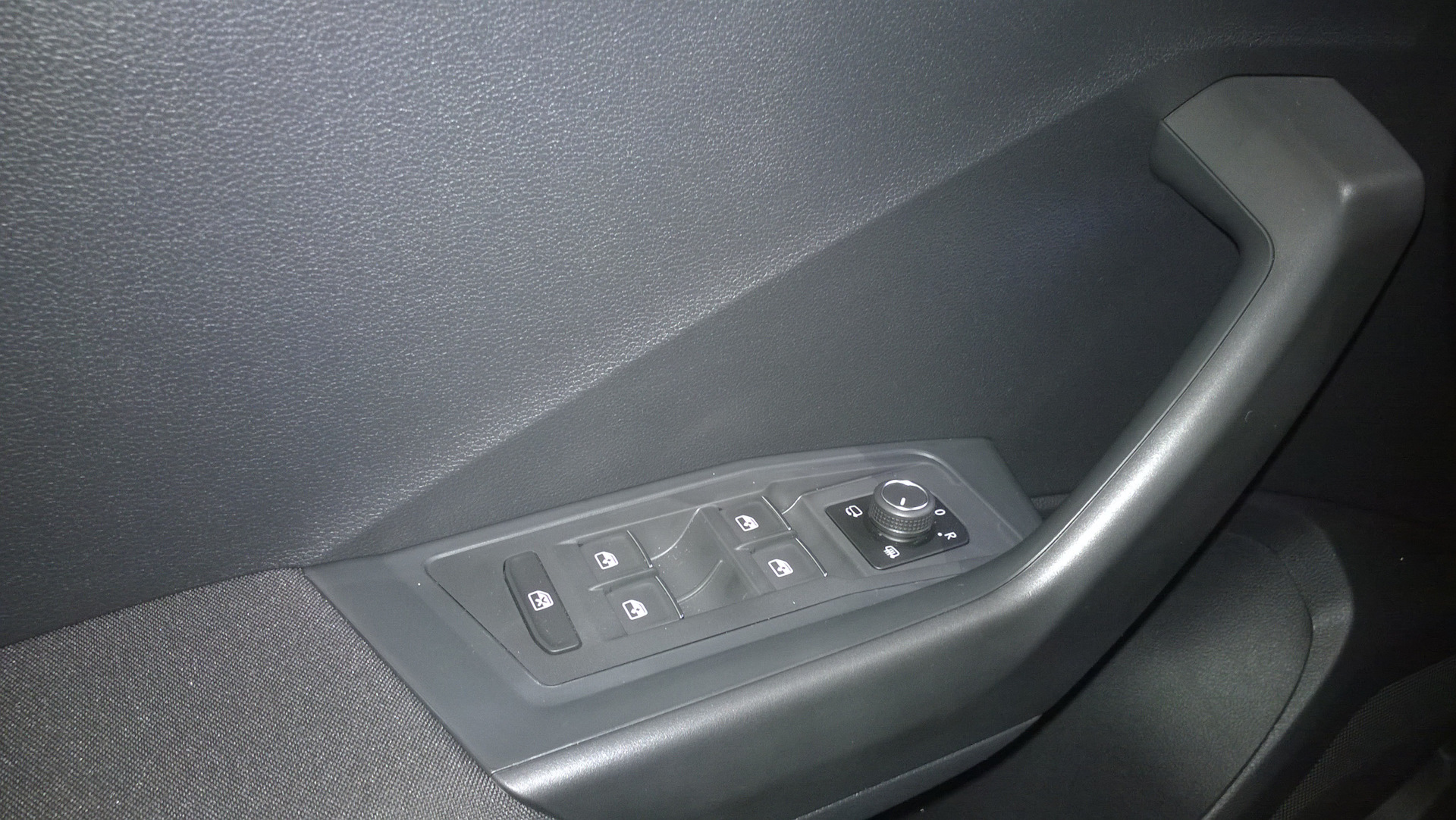 Volkswagen T-Roc Управление стеклами