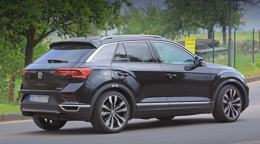 Заряженный Volkswagen T-Roc R сзади